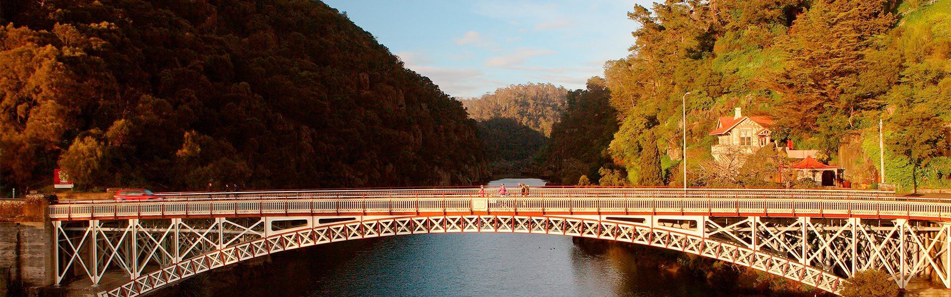 Gatekeepers Cottage and Kings Bridge – Tourism Tasmania & Sean Fennessy